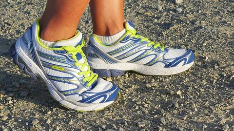 Flexibility and motion control - running shoes