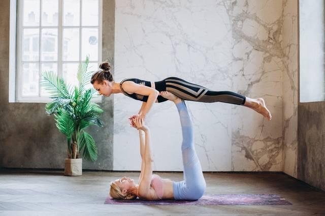 arco yoga - Partner Yoga Challenge